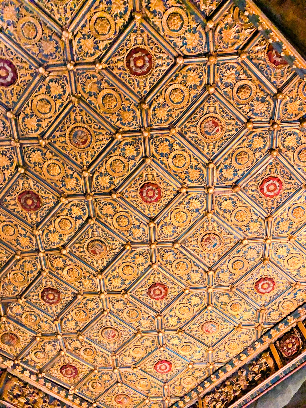 wolseys closest  hampton court palace, original tudor ceiling hampton court palace
