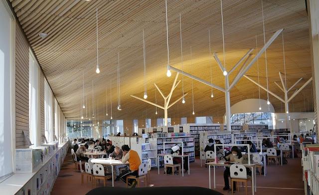 建築家が設計した本を読みたくなる、ステキな図書館6選 まちとしょテラソ  古谷誠章