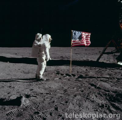 Ay üzerinde astronot