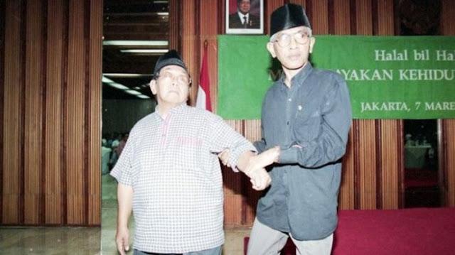 Persahabatan Gus Mus dan Gus Dur