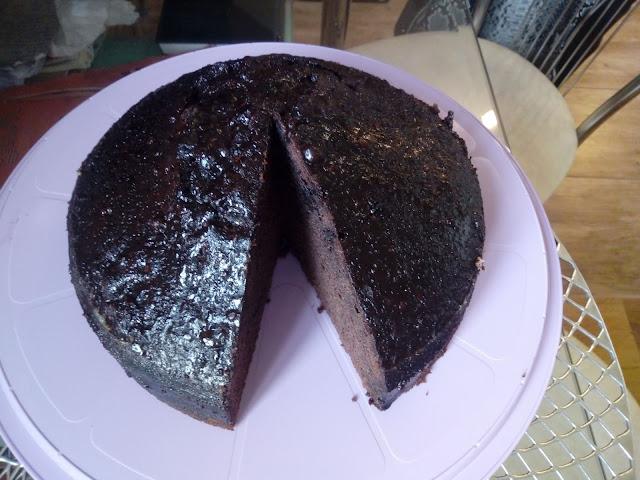 murzynek z polewa ciasto czekoladowe ciasto kakaowe ciasto z polewa wysokie ciasto z tortownicy wilgotny murzynek
