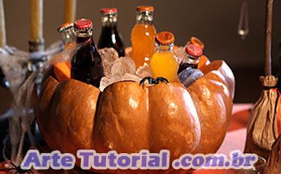 """Como fazer de uma abóbora uma """"geladeira"""" para bebidas no Halloween"""