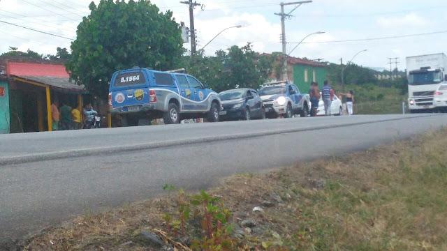 IMG-20180105-WA0113 Carro tomado de assalto em Itabuna se envolve em acidente com viatura da PM em Ibicaraí