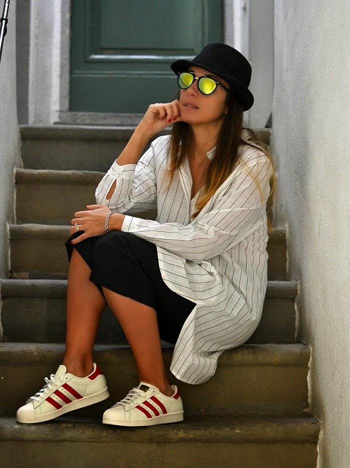 look con scarpe adidas superstar