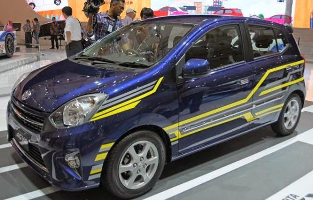 Foto Mobil Toyota Agya Striping