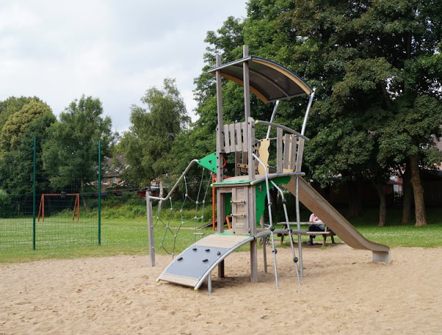 5 Spielplätze im Kieler Süden mit dem gewissen Extra. Tolle Klettergerüste & mehr bietet der Spielplatz in Elmschenhagen.