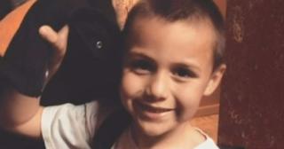 Ο δεκάχρονος είχε πει πως του αρέσουν τα αγόρια - Λίγες μέρες μετά πέθανε μετά από άγρια βασανιστήρια στο σπίτι του