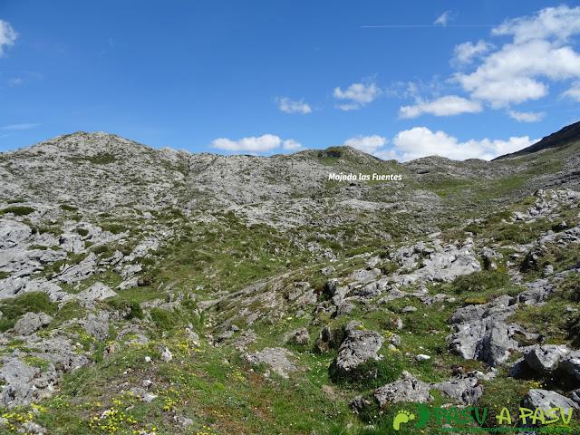 Ruta al Cantu Ceñal: Llegando a la Majada Las Fuentes en Picos de Europa