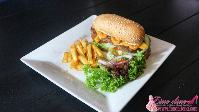 Oblong Beef Burger (SET) RM14.90