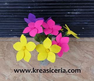 Ide Kreatif Membuat Bunga Alamanda dari Kain Flanel