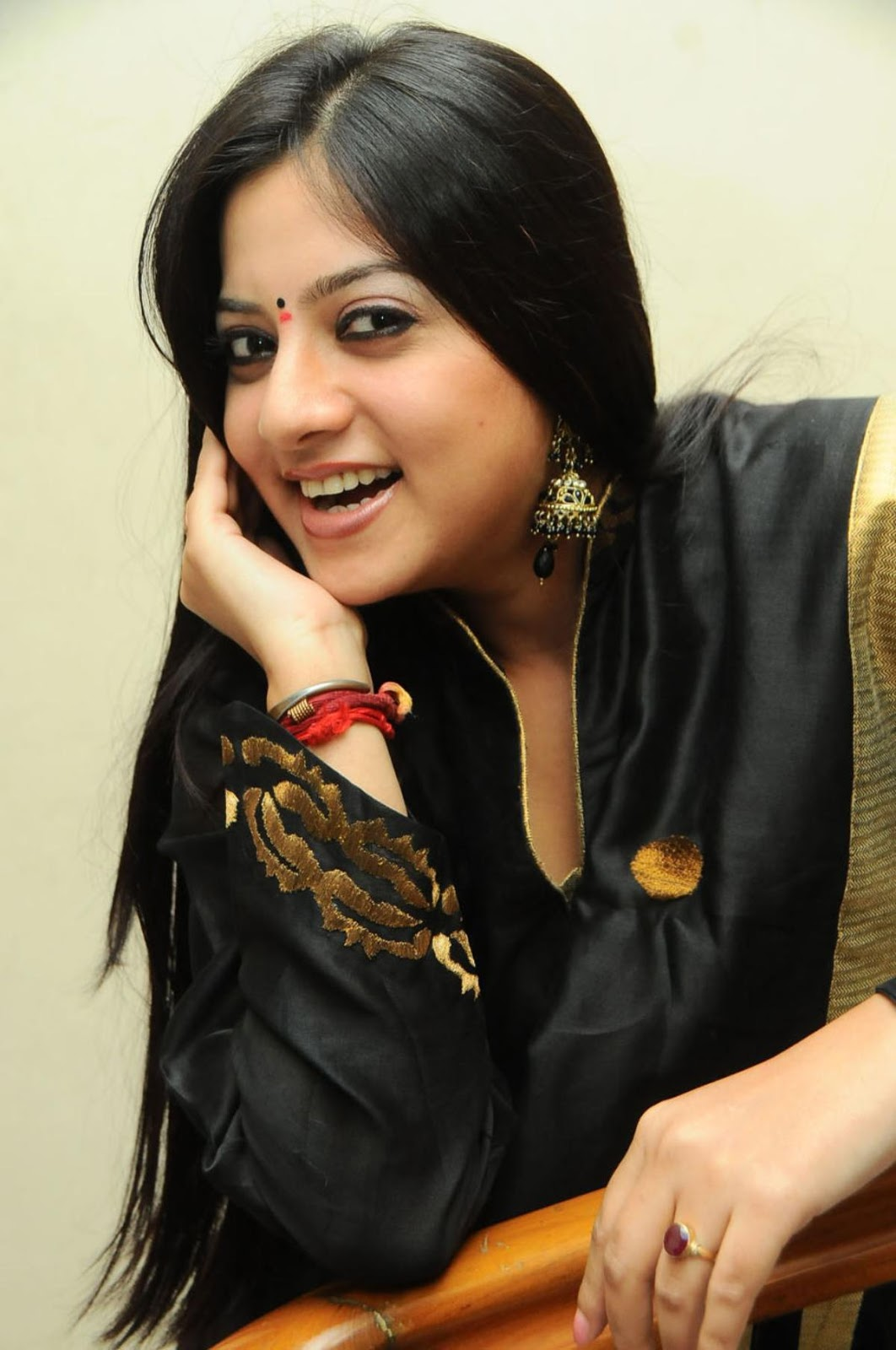Keerthi Chawla Profile Biography Family Photos Wiki ...