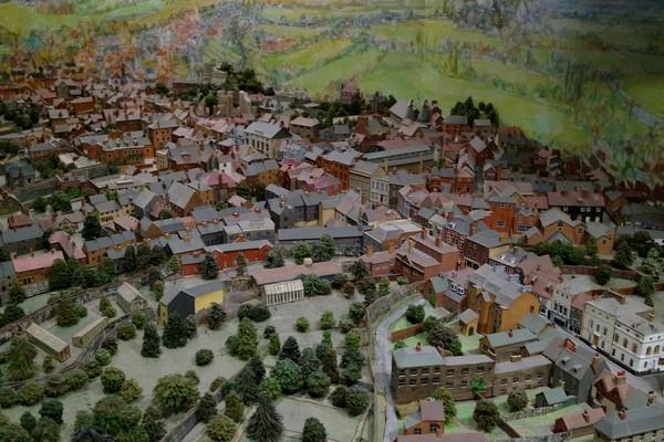 lewes sussex castle château musée barbican museum