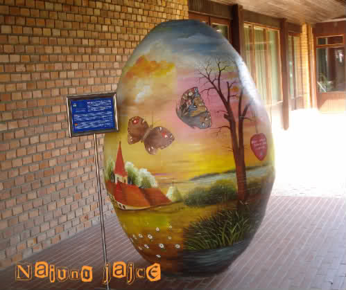 The lightness of art or Podravina blues by Laka kuharica: huge naive egg