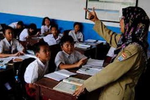 Guru Usia Pensiun Tak Perlu Kuliah untuk Peroleh Sertifikasi