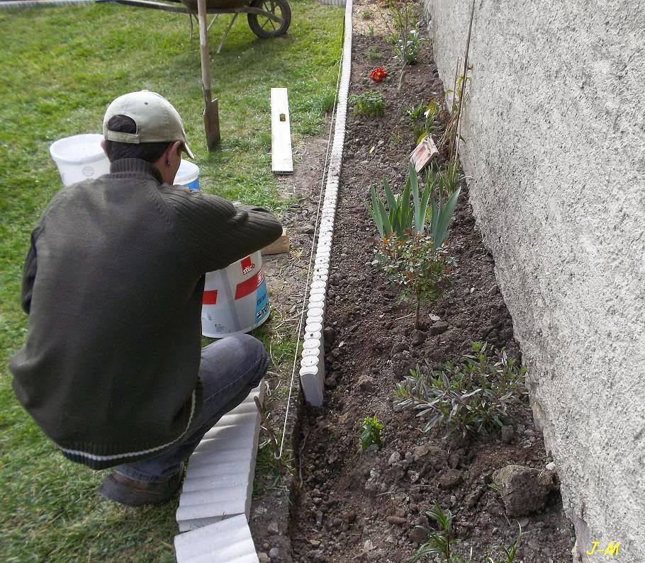 mon jardin en moselle ralongement du massif de la pelouse. Black Bedroom Furniture Sets. Home Design Ideas