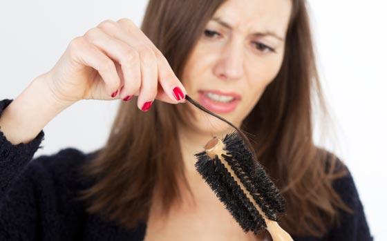 बाल गिरने से बचने के लिए सरल घरेलू उपचार - Simple Home Remedies to Prevent Hair Fall