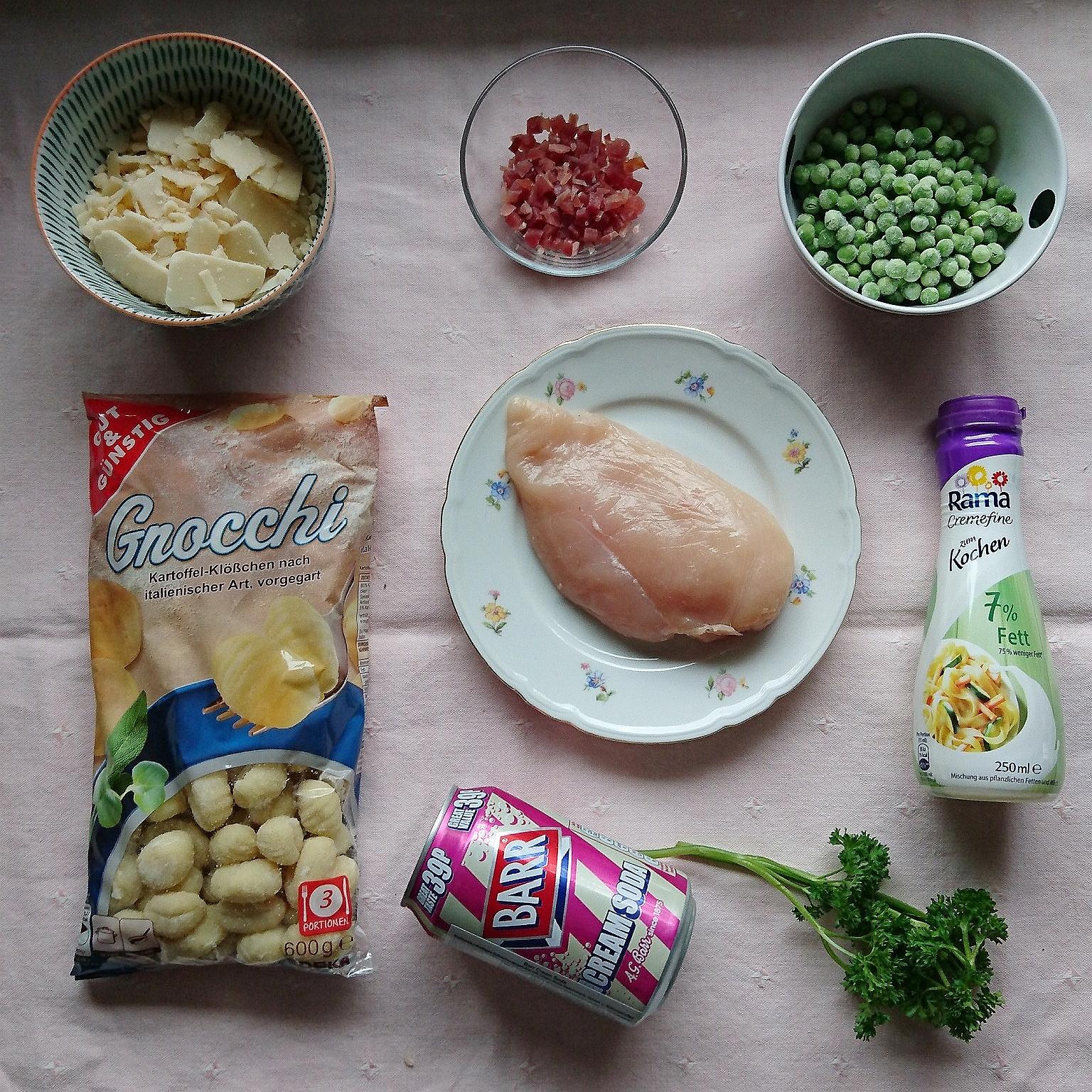Zutaten für Hähnchnebrust mit Kartoffelklößchen und Erbsen