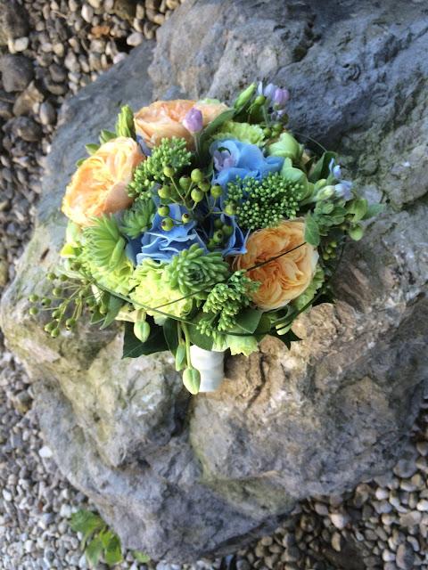 Bridal bouquet coral, baby blue, mint - Birdcage vintage wedding - Irish wedding in Bavaria, Riessersee Hotel Garmisch-Partenkirchen, wedding venue abroad