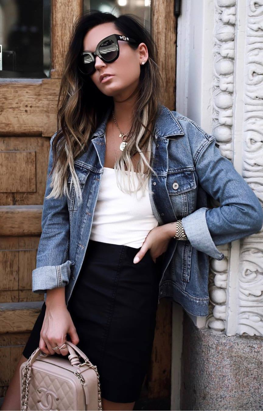 cool outfit idea for this fall | denim jacket + white top + black skirt + blush bag