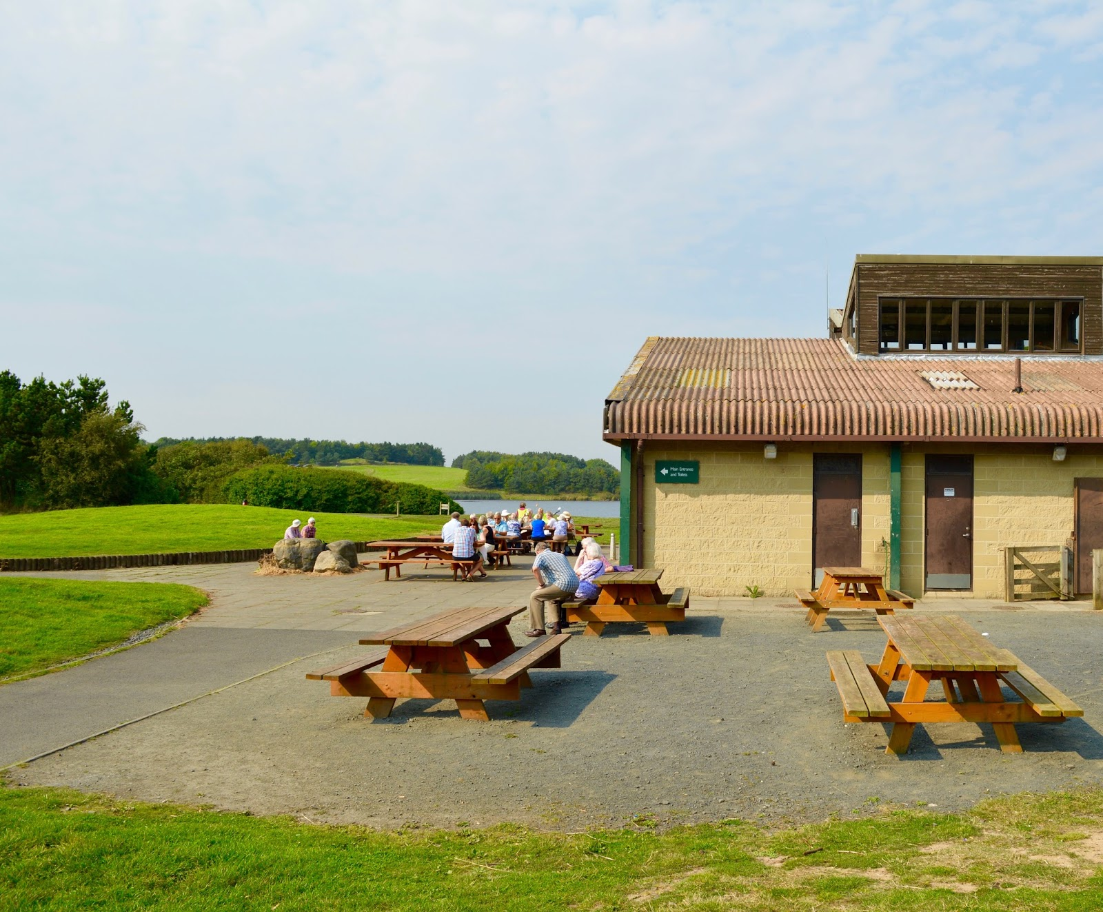 A walk around Ladyburn Lake at Druridge Bay Country Park | Northumberland - visitor centre and picnic tables