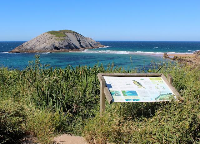 Playa de Covachos. Castro de Covachos. Costa Quebrada. Cantabria