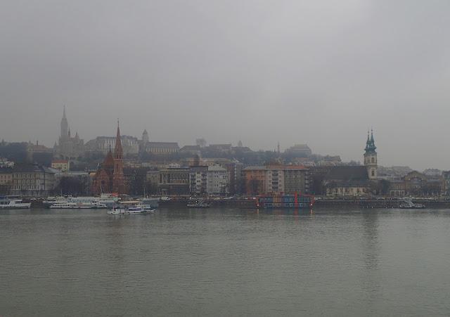 Dunaj i widoki na Budę spod parlamentu