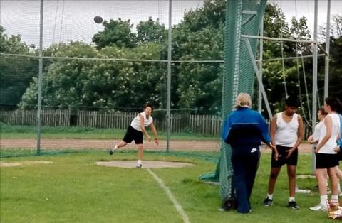 Harry Maguire hồi còn đi học chơi tốt nhiều môn thể thao khác nhau.