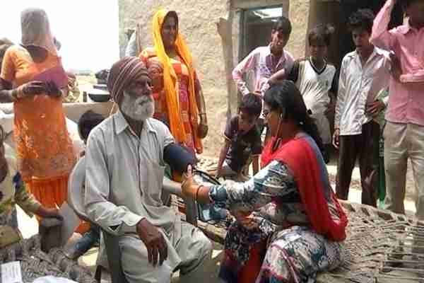 faridabad-prithla-latipur-village-news-doctor-team-rached-for-check-up