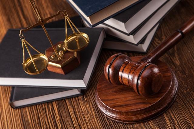 تعريف القانون البحري والجوي والزراعي و قانون العمل وبيان موضوعاتهم