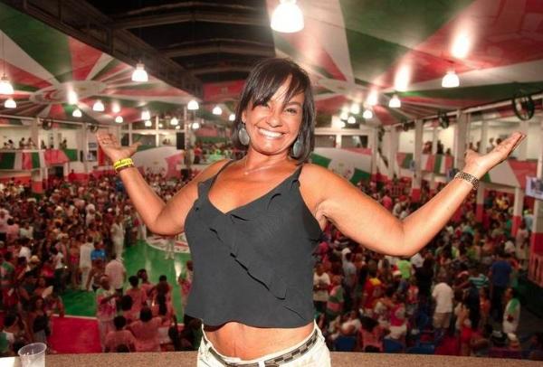 Atriz Solange Couto briga em fila de loja no Rio de Janeiro