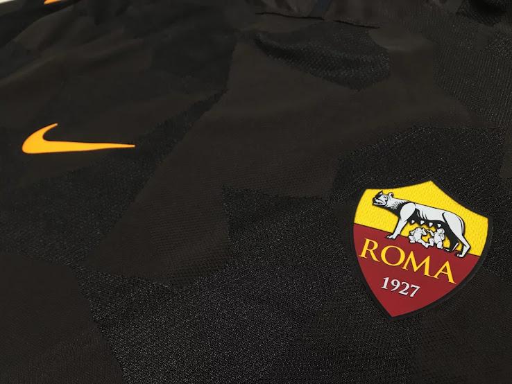 La Roma presentó su tercera camiseta Nike para la temporada 2017/18