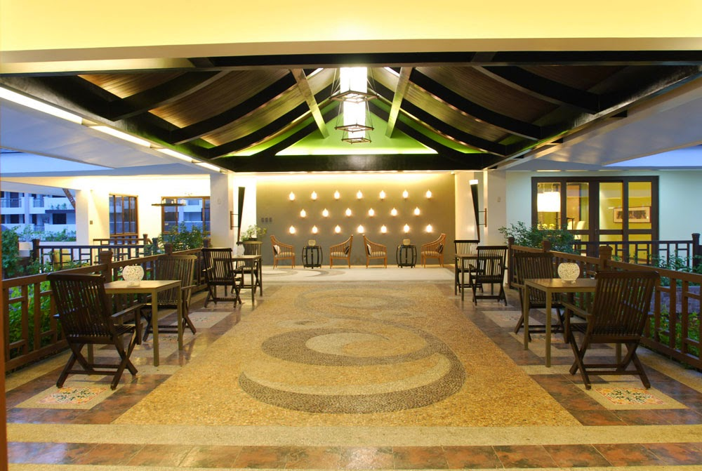 Royal Palm Residences Bridgeway Lounge Area