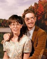 hässliches Ehepaar posiert für Familien Foto lustig