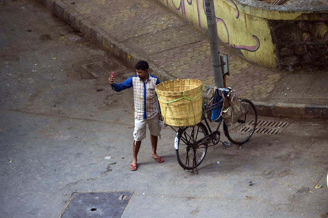 selfie, delivery boy, street, street photo, street photography, bandra east, mumbai, india,