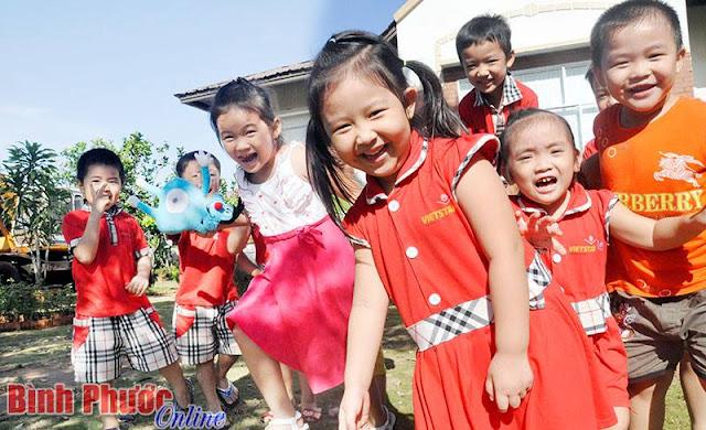 Học sinh Trường mầm non Vietstar (Đồng Xoài) trong giờ ra chơi