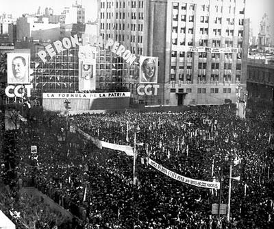 Resultado de imagen para foto perón plaza de mayo