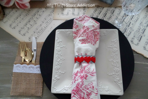 Last Minute Valentine Projects to Show Love Around the Table! mythriftstoreaddiction.blogspot.com Make your own festive napkin rings with household craft supplies