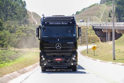 Mercedes-Benz para logística de bebidas com caminhões semipesados