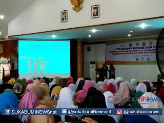 Sejumlah 1200 guru mengikuti kegiatan Pelatihan Kompetensi PAUD yang diselenggarakan oleh Indonesia Heritage Foundation (IHF). Pelatihan diselenggarakan di Gedung Anton Sudjarwo Kota Sukabumi, Kamis (14/3).