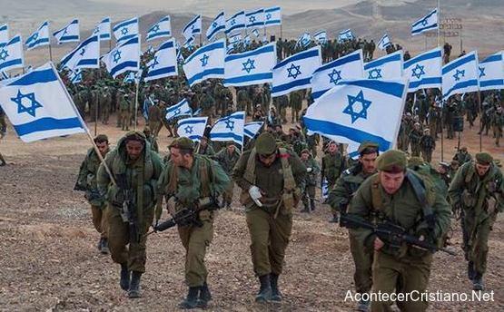 Soldados israelíes llevando banderas