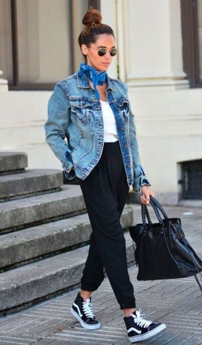 comfy outfit to copy this fall / denim jacket + bag + white t-shirt + pants + sneakers