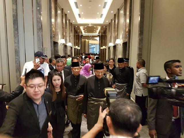 Image result for Tun Mahathir angkat sumpah sebagai PM kali kedua