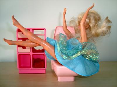 LES MERVEILLEUSES AVENTURES DE BARBIE - ROMAN-PHOTO Barbie-maskatron-toilet-shit008