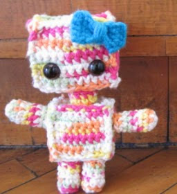 http://translate.google.es/translate?hl=es&sl=en&tl=es&u=http%3A%2F%2Fsweetncutecreations.tumblr.com%2Fpost%2F22300124147%2Famigurumi-rainbow-robot-free-pattern