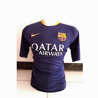 gambar photo kamera Jersey training Barcelona warna ungu terbaru musim 2015/2016