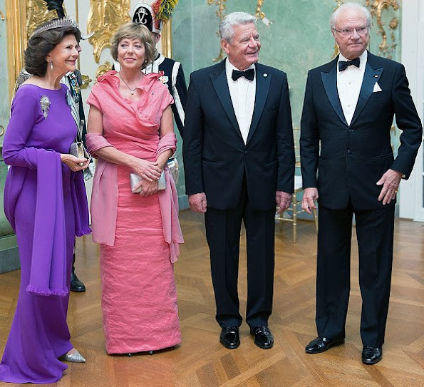 Queen Silvia and Daniela Schadt, the tiara, which features five upright loops of diamonds with a drop pendant in the centre of each,  Princess Margaret of Connaught's wedding