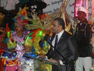 Luis Alberto apoya carnaval Santo Domingo Este