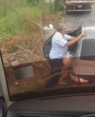 Flagrante Caminhoneiro Flagra Taxista Comendo Puta de Beira de Estrada