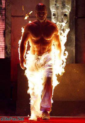 Peragaan Busana Dengan Model Terbakar
