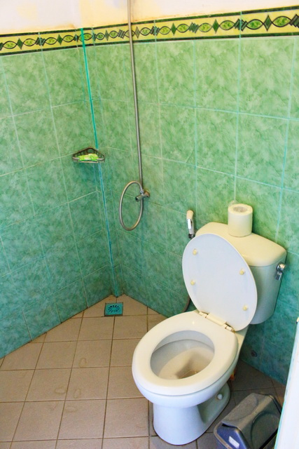 kamar mandi sendok hotel